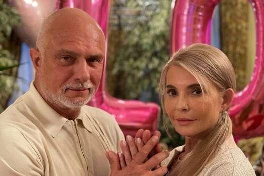 У пари є донька та троє внуків - Юлія Тимошенко відсвяткувала «перламутрове» весілля: зворушливе фото з чоловіком