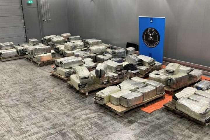 Це найбільша партія такого «товару» в Роттердамі за останні роки - У порту Роттердама знайшли кокаїн на 300 мільйонів євро