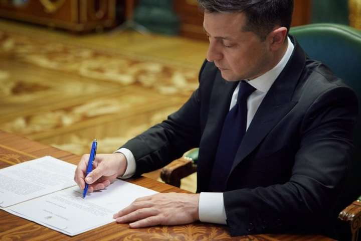Президент відзначив кращих представників фармацевтичної галузі - Зеленський присвоїв почесні звання працівникам фармацевтичної галузі