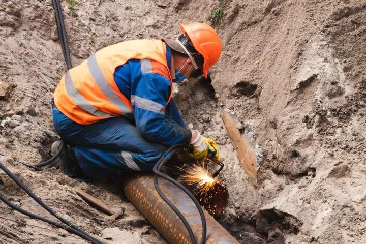 Нові труби тепломережі розраховані на експлуатацію 40-50 років - У Києві триває заміна труб теплотраси, що пропрацювала 60 років