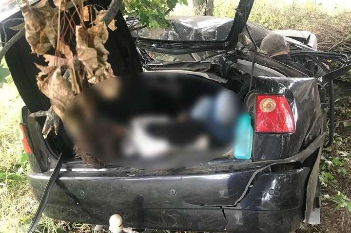 Від ударуодна із пасажирок опинилась в багажному відділенні автівки - На Київщині у ДТП загинули три особи: одна з жертв опинилась у багажнику (фото)