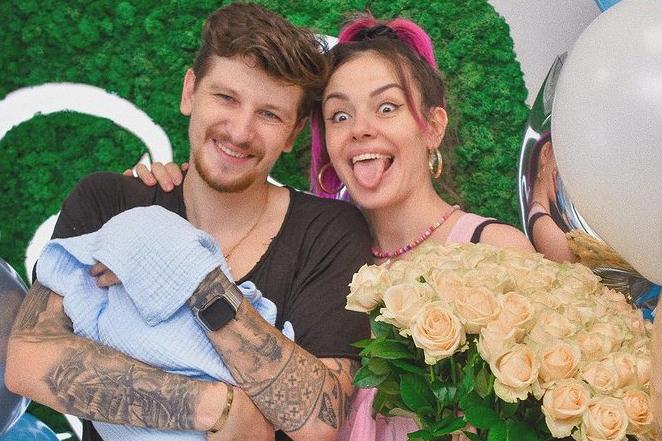 Украинская певица MamaRika и ее муж Сергей Середа - Певица MamaRika рассекретила имя новорожденного сына