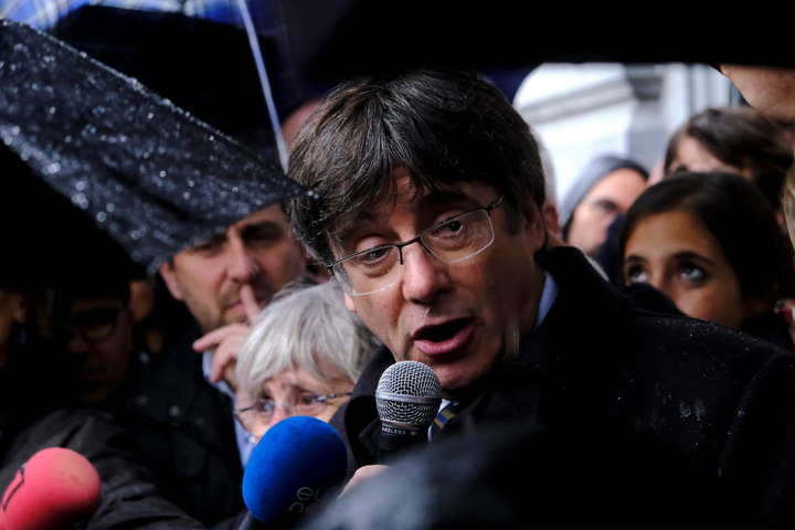 Карлеса Пучдемона затримали в Італії за постановою Верховного суду Іспанії - Італійський суд відпустив колишнього главу Каталонії Пучдемона