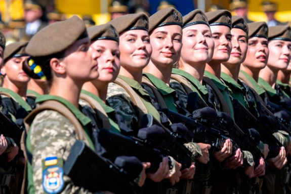 В Україні дозволять жінкам обіймати будь-які посади в армії - Святкування Дня захисника та захисниці та поїздка Зеленського на Донбас. Головні новини 14 жовтня