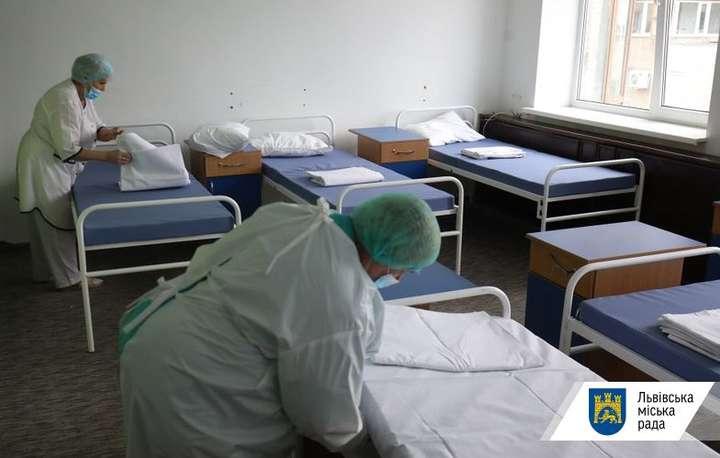 У деяких областях ковідні лікарні вже переповнені - МОЗ повідомив, скільки вільних ліжок залишилося в лікарнях