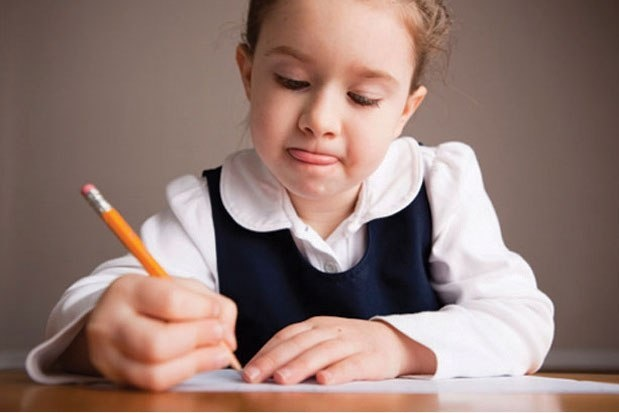 Першокласникам дозволили писати олівцем