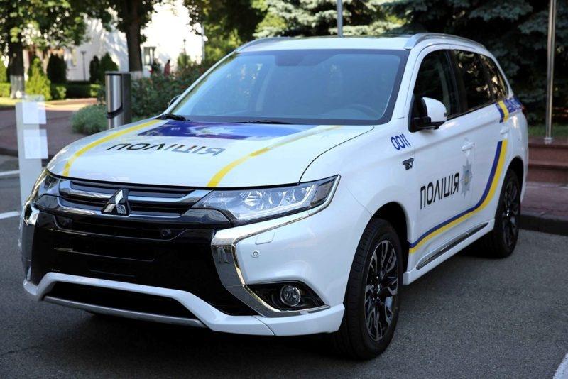 Поліцейський Mitsubishi Оutlander PHEV