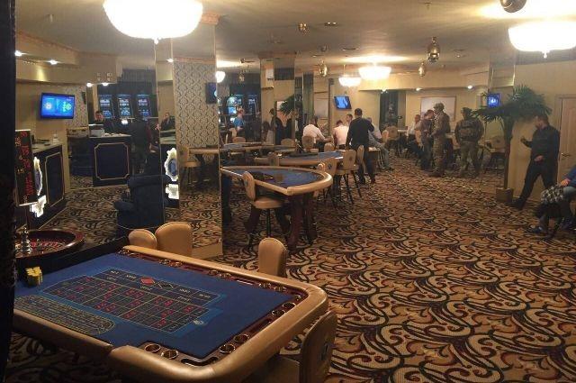 Нелегальний гральний бізнес процвітає в Україні. На фото підпільне VIP-казино в центрі Києва, яке викрили співробітники податкової міліції Києва спільно з працівниками СБУ у 2016 році