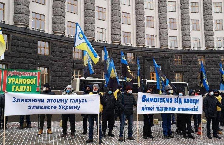 У грудні минулого року працівники Східного ГЗК вимагали погасити борги із зарплати під стінами Кабінету Міністрів