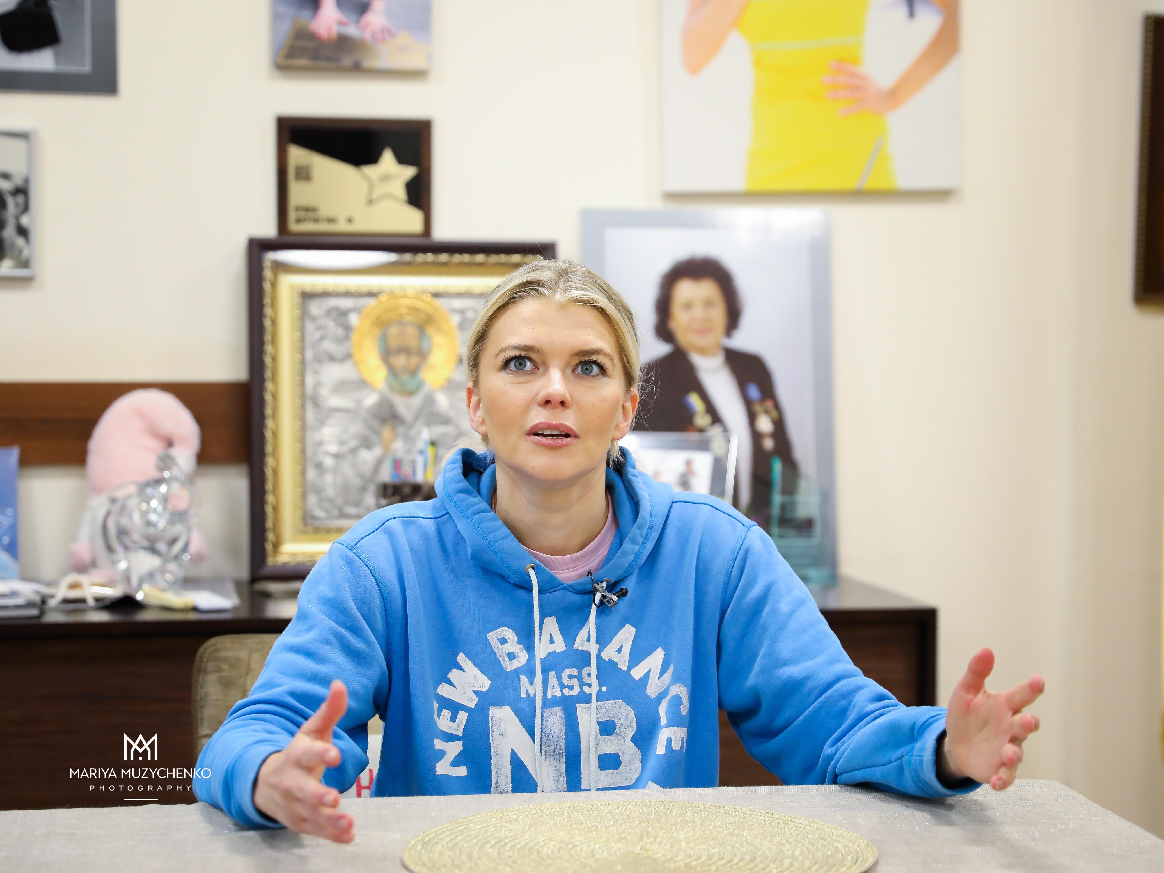 Іріша Блохіна поступово стає головною в Школі Дерюгіних