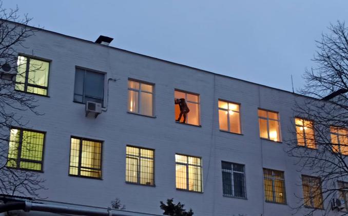 Олексій Сердюк погрожував вистрибнути з четвертого поверху будівлі Шевченківського райуправління поліції Києва