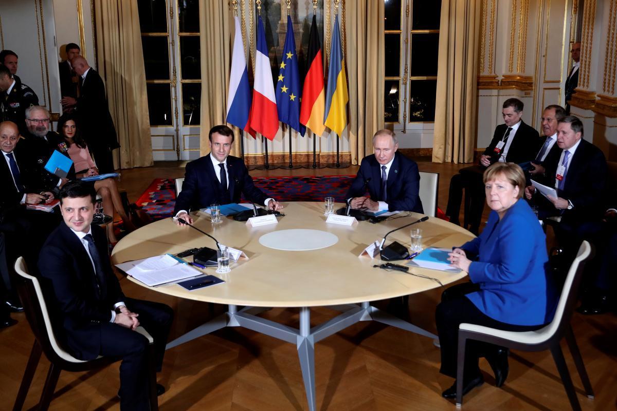 Зеленський був сумним, Макрон – нахабним, а Путіна там… не було