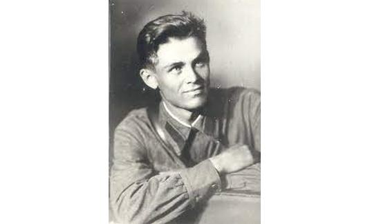 Молодий Дмитро Луценко, поет-фронтовик