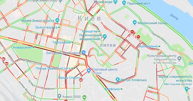 Центр Києва завдяки «євробляхерам» знову у заторах