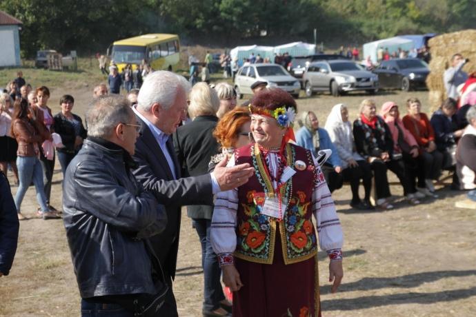 Аркадій Корнацький у селі Чаусове 2 (фото: pervomaisk.info)
