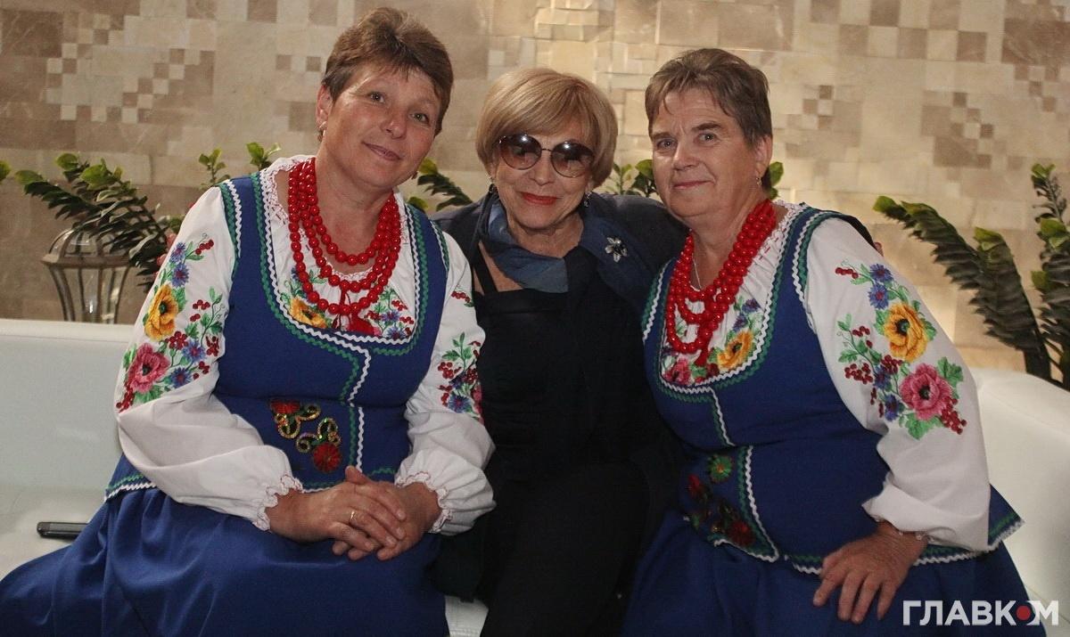 Під час запису інтерв'ю Тетяну Цимбал впізнали учасниці фольклорного ансамблю з Хмельниччини і попросили сфотографуватися