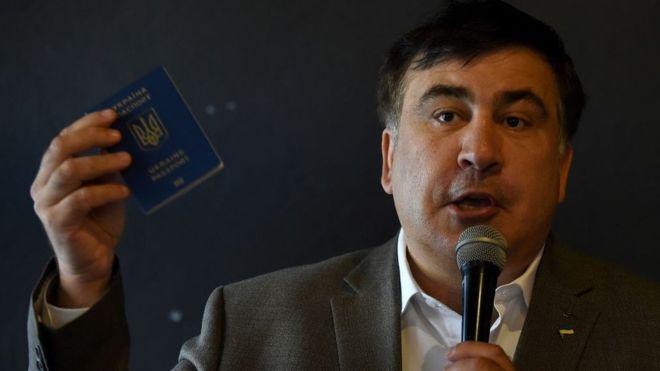 Михайло Саакашвілі хвалиться українським паспортом