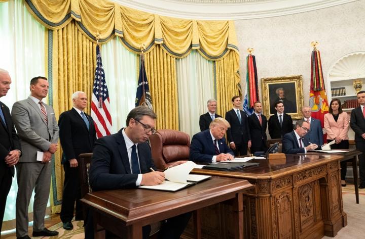 Президента Сербії Александр Вучіча та прем'єр-міністра Косово Авдула Хоті у Білому домі. 4 вересня
