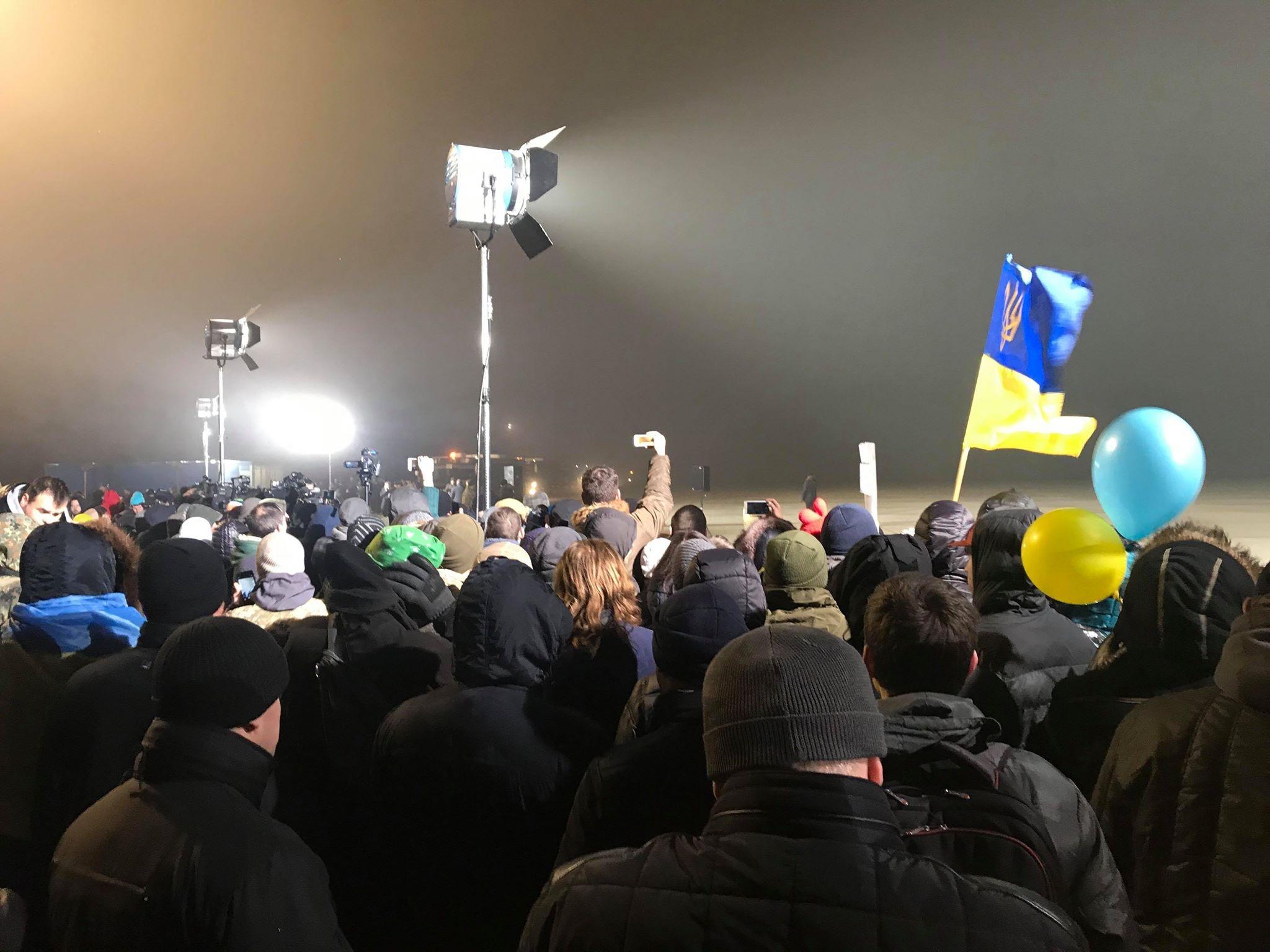 Українські бійці повернулися з полону. Грудень 2017 року (фото: strana.ua)