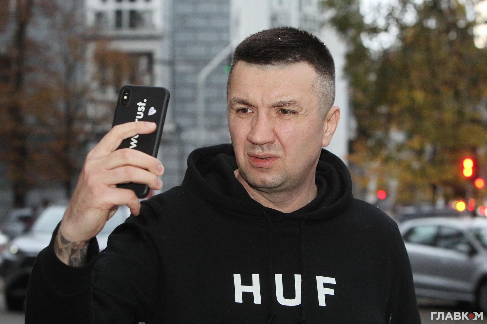 Під час інтерв'ю почав падати перший сніг і Сергій поспішив зробити фото