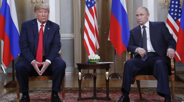 Дональд Трамп і Володимир Путін перед початком зустрічі «один на один» в президентському палаці в Гельсінкі, Фінляндія, 16 липня 2018 (фото з сайту golos-ameriki.ru)