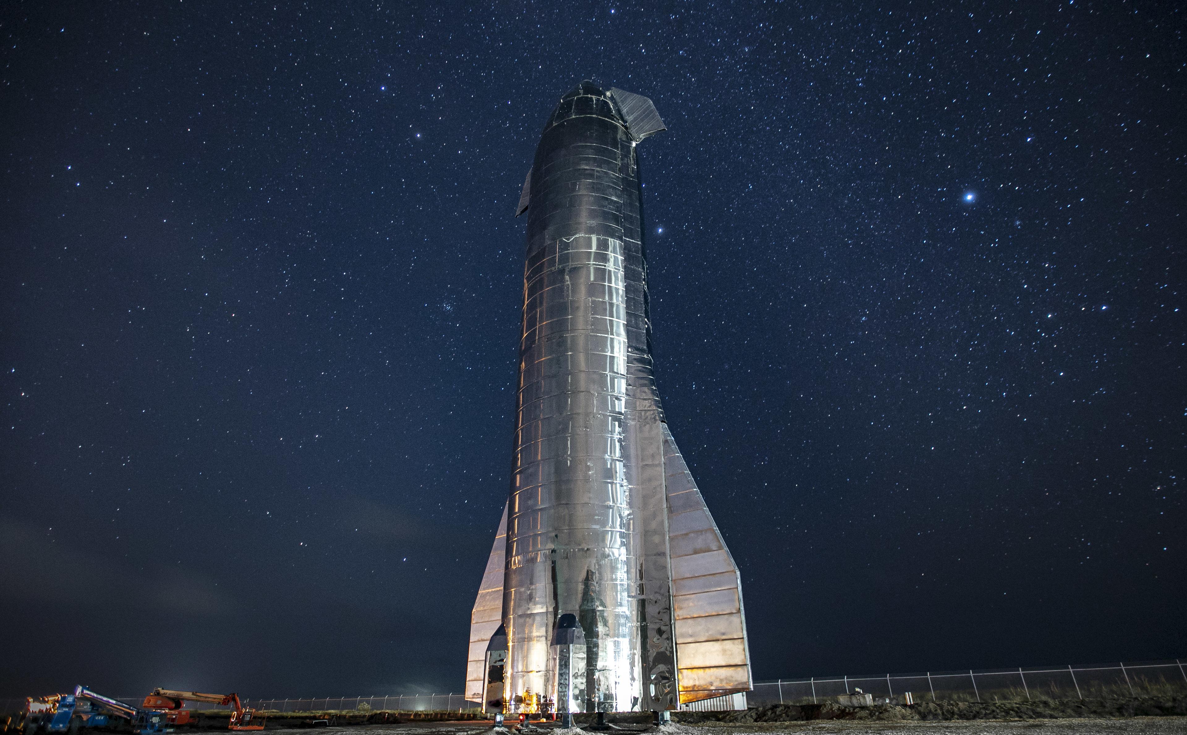 Космічний корабель Starship від SpaceX, який можна використовувати для доставки людей або вантажів на Місяць, Марс та інші планети (фото: www.spacex.com)