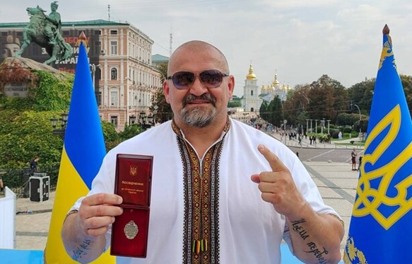 Популярність прикарпатця Василя Вірастюка може витягнути не надто популярний в регіоні бренд «Слуги народу»