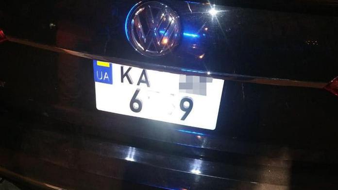 Водії намагаються уникнути адміністративної відповідальності за перевищення швидкості і заклеюють номери