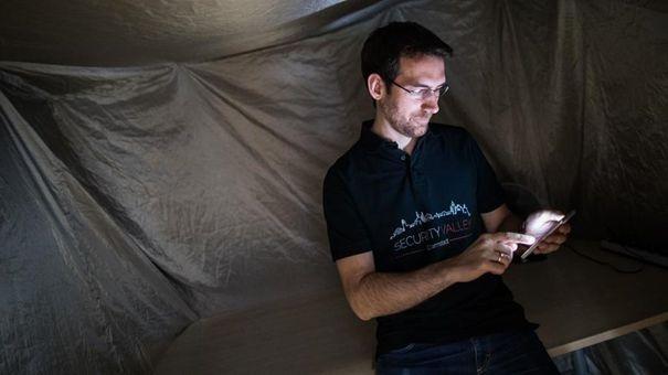Маттіас Шульц з Технічного університету Дармштадта розробляє систему екстреного зв'язку між смартфонами