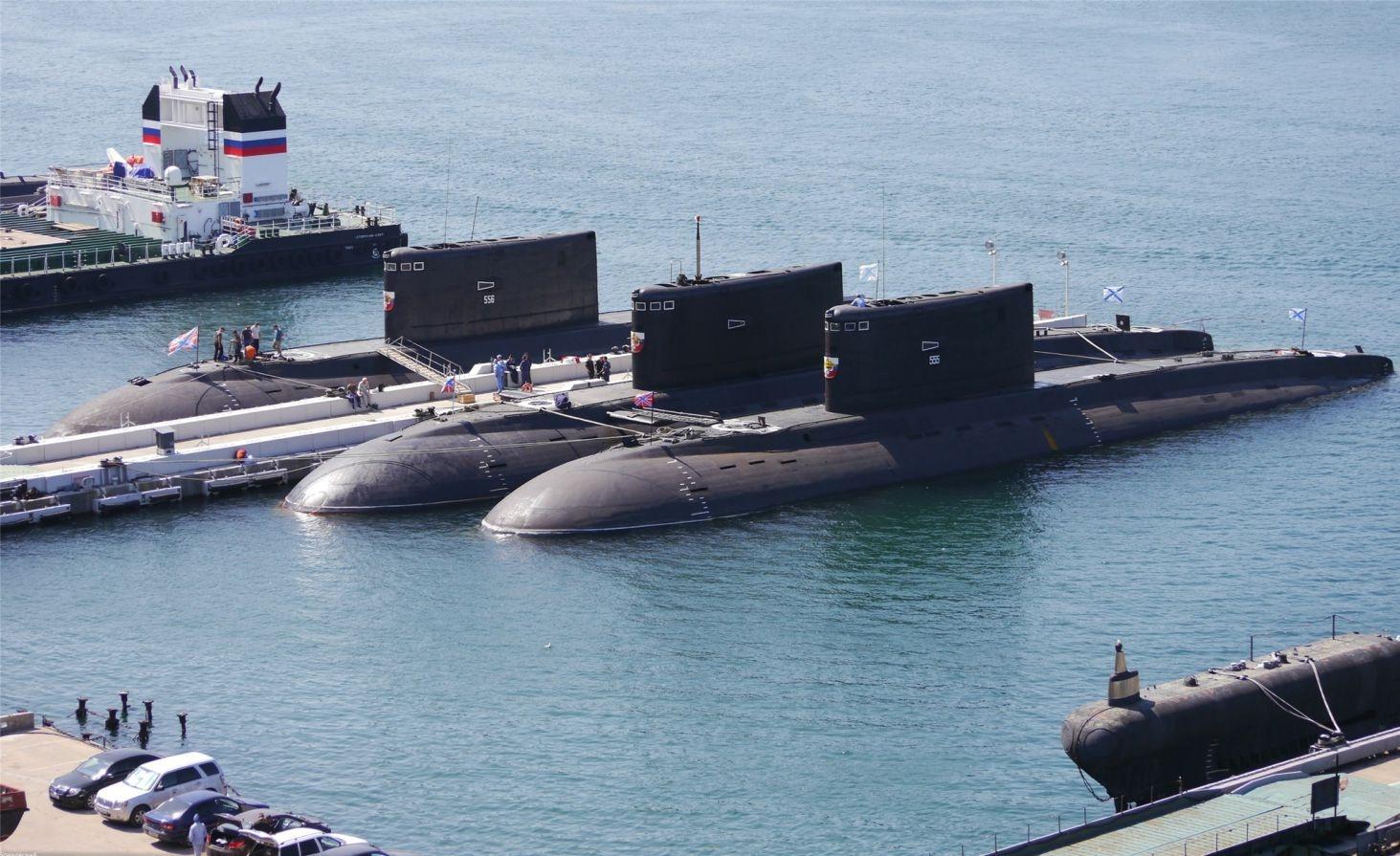 Підводні човни проекту 06363 у Південній бухті Севастополя