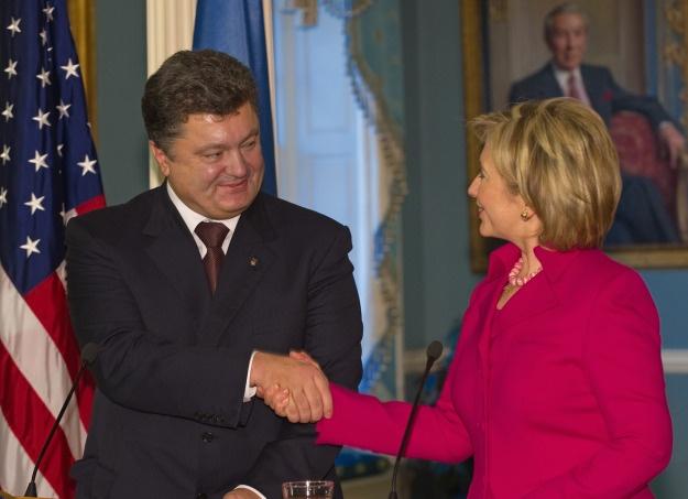 Грудень-2009: зустріч державного секретаря США Хілларі Клінтон і глави МЗС України Петра Порошенка (фото: nahnews.org)