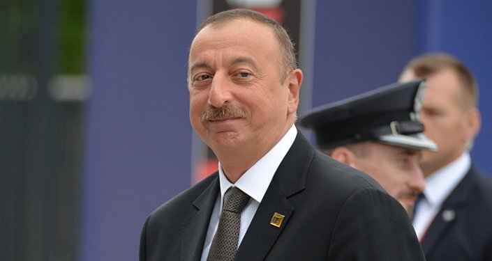 Основні плоди перемоги в осінній війні пожинає Азербайджан. Алієв не приховує задоволення (фото: sputnik)