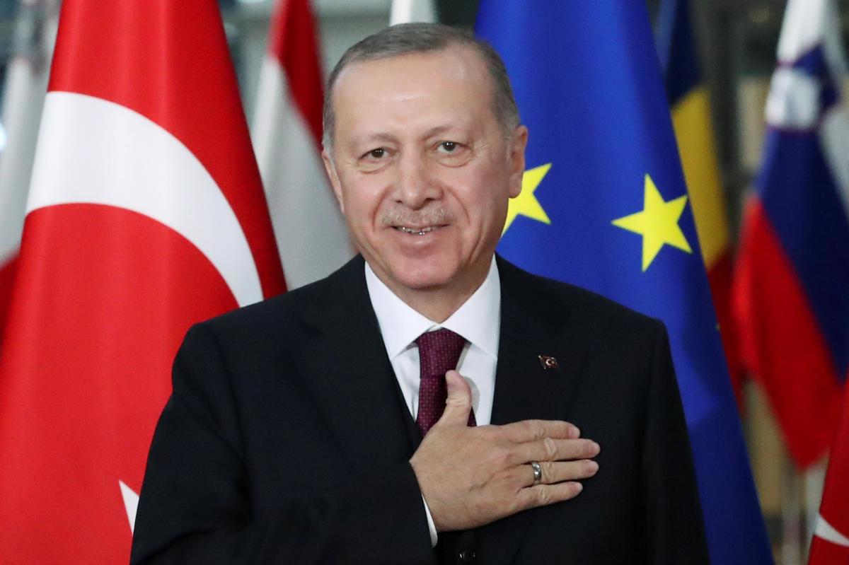 Реджеп Ердоган, чий рейтинг просідає, також має приводи завдячувати війні в Карабасі (фото: reuters)