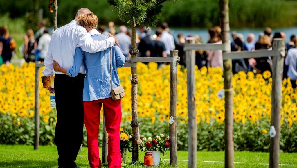 Батьки жертв авіакатастрофи MH17 на церемонії пам'яті 17 липня 2017 року, Нідерланди (фото: Reuters)