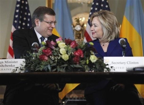 У 2010 році Хілларі Клінтон зустрічалась вже з Костянтином Грищенком (фото: still4hill.com)