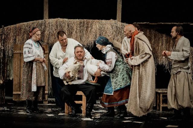 Фрагмент вистави «Сто тисяч» Театру на Подолі