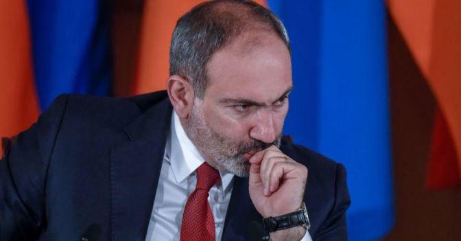 Кремль не довіряв вірменському прем'єру, якого до влади привела вулиця. Тепер йому не довіряє і вірменське суспільство (фото: zerkalo.az)