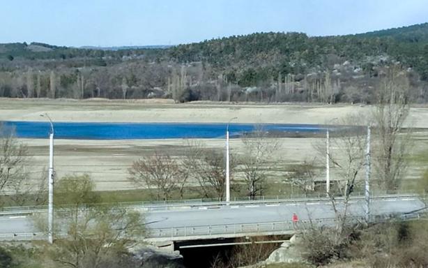 Сімферопольське водосховище. Піщані береги на фото колись були дном водойми (RFE/RL)