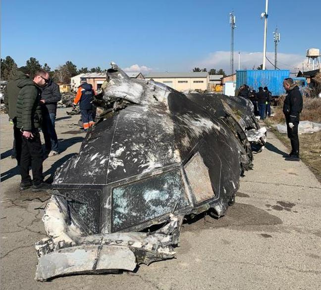 Верхня частина кабіни літака, знайдена українськими експертами на місці катастрофи літака МАУ(фото надане Київським науково-дослідним інститутом судових експертиз)