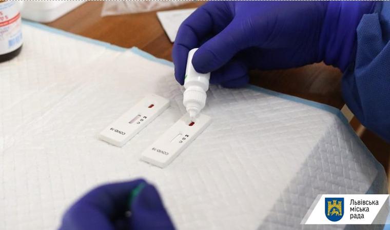 Головний санлікар розраховує суттєво розширити тестування за рахунок неточних експрес тестів