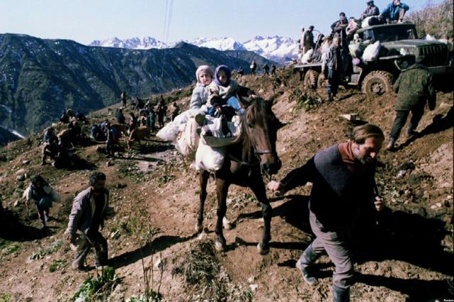 Грузинські біженці в горах. Вересень 1993 р. Фото з сайту ekhokavkaza.com (проект Радіо Свобода).