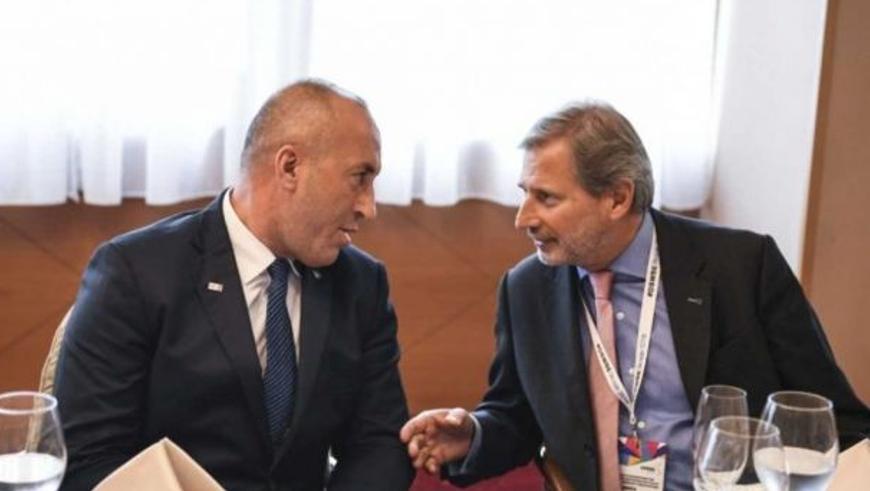 Зліва – прем'єр-міністр Косова Рамуш Харадінай, справа – комісар ЄС Йоганнес Ган. Джерело - gazetaexpress.com