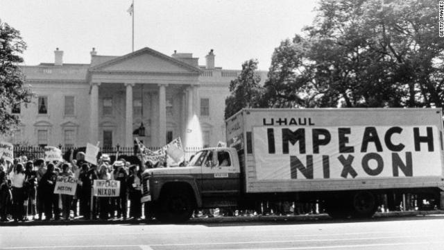 Процедура імпічменту щодо Річарда Ніксона почалась через шпигування за Демократичною партією під час президентських перегонів 1972 року