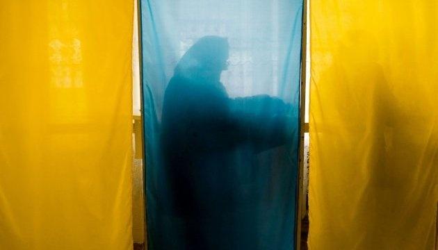 Вибори в ОТГ (фото: Укрінформ)