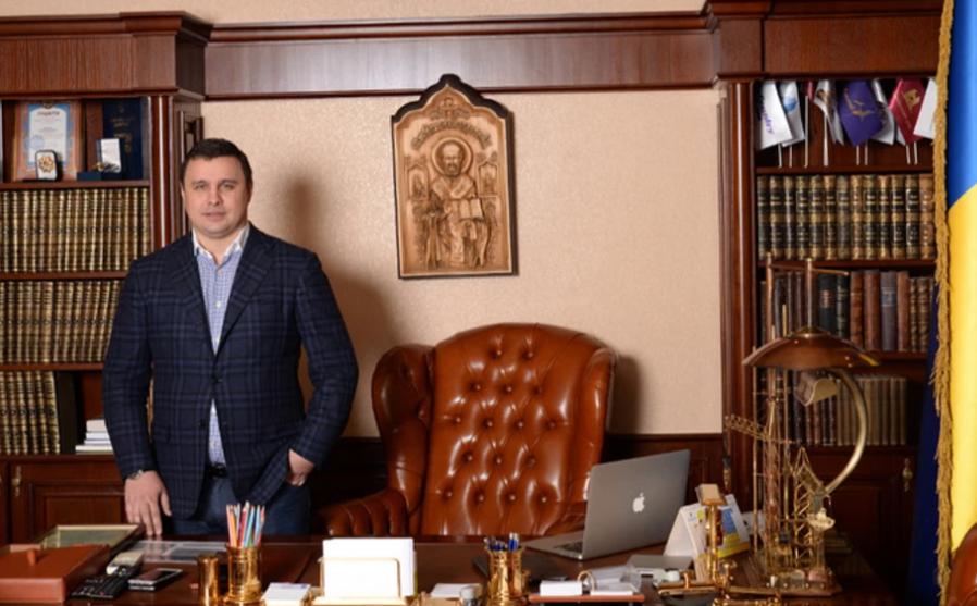 Кабінети Микитася в офісі «Укрбуду» займали цілий поверх, коли він був народним депутатом