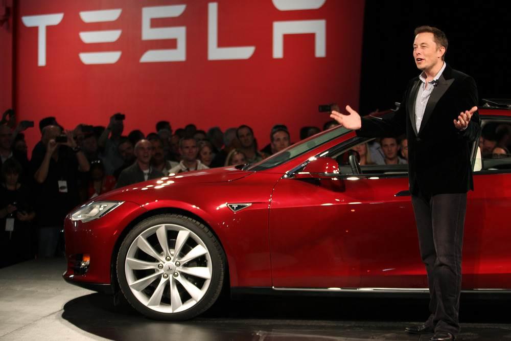 Як зазначає Bloomberg, Маску належить приблизно п'ята частина всіх акцій компанії Tesla, яка і складає основну частину його статку (фото: reuters)