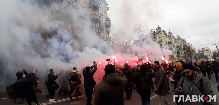 Учасники акції на підтримку Стерненка після протесту біля Офісу президента вирушили до Офісу генпрокурора