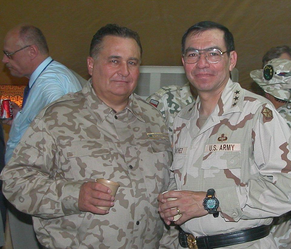 Евгений Марчук с генералом американской армии Рикардо Санчесом.  Ирак, 204 ч
