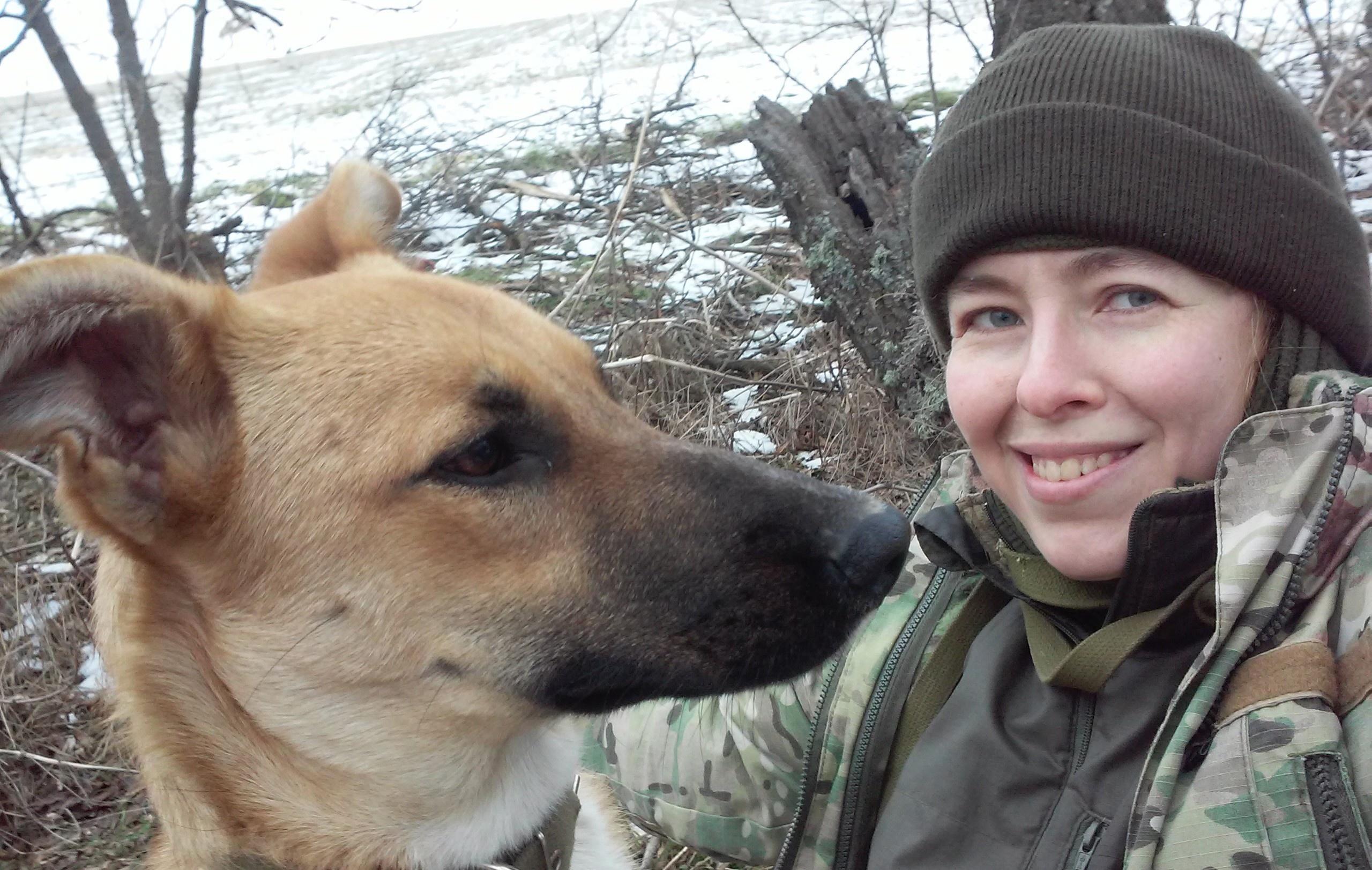 З собакою Ефкою, підібраною «малим цуценям після чергового переїзду на нову базу»