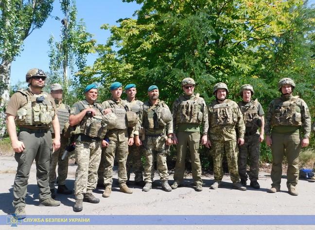 Іван Баканов з колегами під час інспекції розведення військ на Донбасі